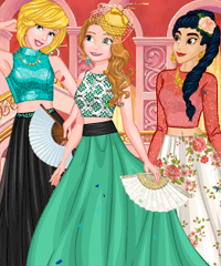Ball at Cinderella Palace Dress Up Game